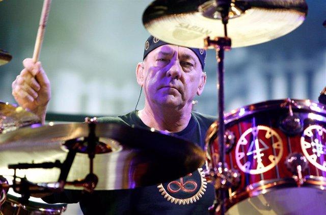 El batería de Rush, Neil Peart, actuando en el Barclays Center de New York en 2012