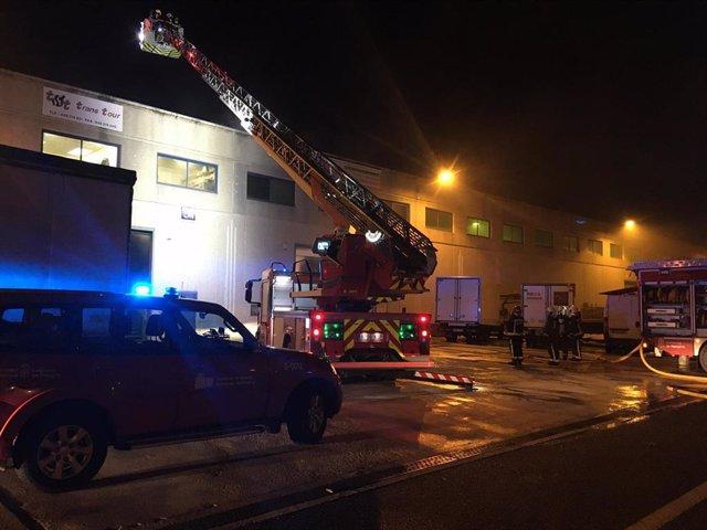 Incendio en una empresa en la Ciudad del Transporte, en Imarcoain