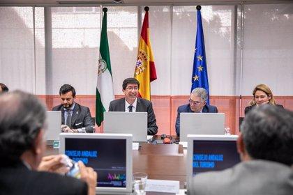 """La Junta trabaja en el plan que siente las bases de un turismo """"sostenible"""" para Andalucía en la próxima década"""
