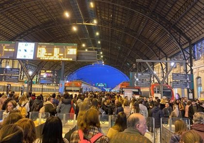 "Mulet reta a Ábalos a ""subirse de incógnito"" a un cercanías de Valencia para ""experimentar el riesgo"""