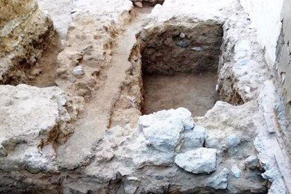 El Anfiteatro de Cartagena avanza en los trabajos de recuperación con la aparición de restos cerámicos y un osario