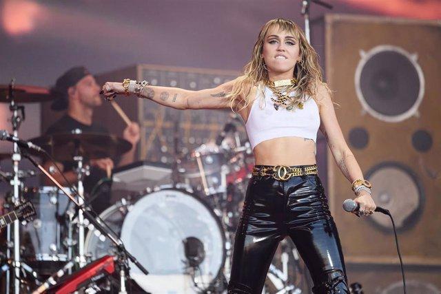Miley Cyrus en el Festival de Glastonbury