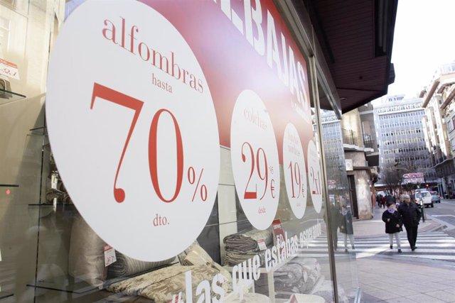 Consumo constata que el 94% de comercios aragoneses cumple con el etiquetado de precios en rebajas.