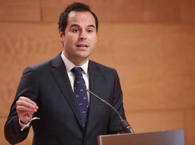 El vicepresidente de la Comunidad de Madrid, Ignacio Aguado interviene para informar a los medios de los acuerdos adoptados en la reunión del Consejo de Gobierno, en la Real Casa de Correos, en Madrid (España), a 8 de enero de 2020.
