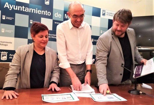 Los concejales de Adelante Málaga durante la presentación de enmiendas al presupuesto municipal para 2020