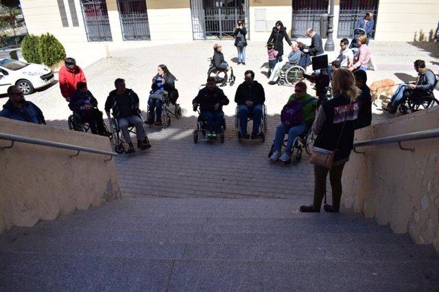 Personas con discapacidad física se concentran en Getafe