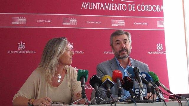 Miguel Ángel Torrico e Isabel Albás en una imagen de archivo