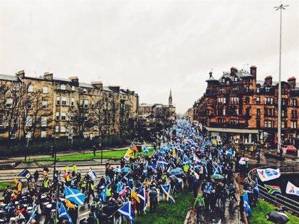 """Unas 100.000 personas se manifiestan en Glasgow por el """"derecho a decidir"""" de Escocia"""
