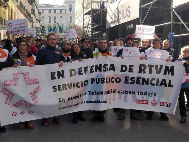 """Trabajadores de Telemadrid se manifestan """"en defensa de un sector público esencial"""""""