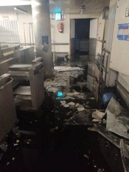 El techo de la cocina del Hospital del Gregorio Marañón de Madrid cae sobre el l