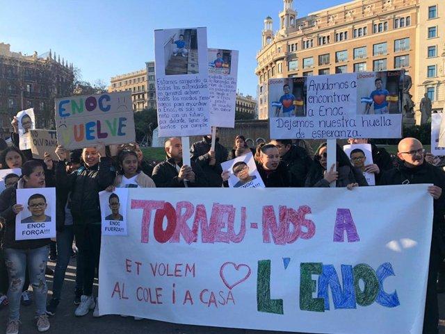 Protesta a plaa Catalunya pel presumpte segrest a Hondures d'un alumne d'un institut de Badalona (Barcelona)