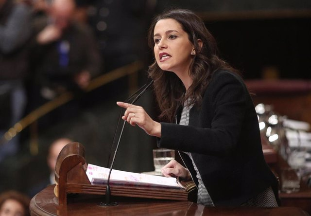 La portavoz parlamentaria de Ciudadanos, Inés Arrimadas, interviene en la segunda sesión de votación para la investidura del candidato socialista a la Presidencia del Gobierno en la XIV Legislatura, en Madrid (España), a 7 de enero de 2020.