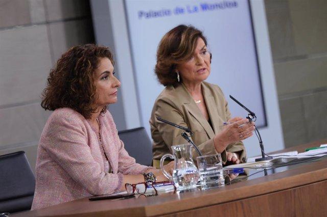 La futura portavoz del Gobierno y ministra de Haciencia, María Jesús Montero, y la vicepresidenta Carmen Calvo
