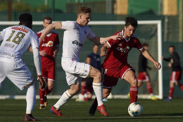 Fútbol.- El equipo AFE planta cara pero no puede (0-2) con el Royal Antwerp