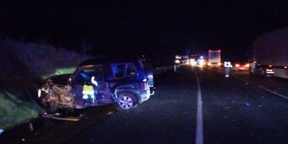 Dos fallecidos y cinco heridos leves en una colisión múltiple en la N-121-A en Olagüe