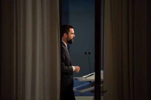 El president del Parlament, Roger Torrent, ofereix declaracions als mitjans de comunicació després de la decisió del Tribunal Suprem d'inhabilitar el president de la Generalitat, Quim Torra, com a diputat del Parlament de Catalunya.