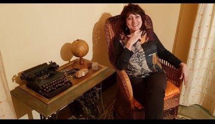 La pintora y escritora extremeña May Sierra ofrece una lectura de su obra poética este lunes en Badajoz