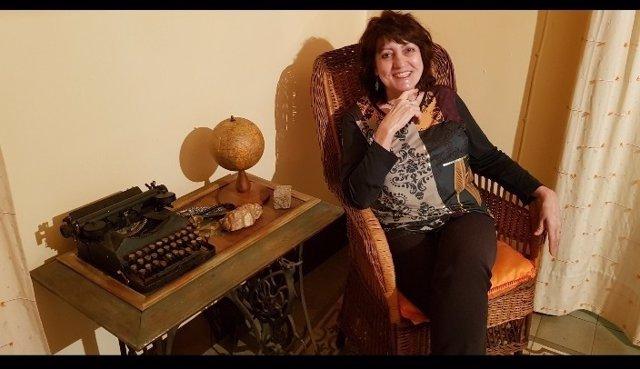 La pintora y escritora May Sierra