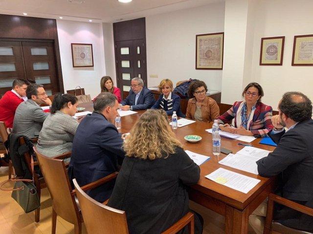 Una de las reuniones mantenidas por el PP con el Colegio de Abogados de Lorca
