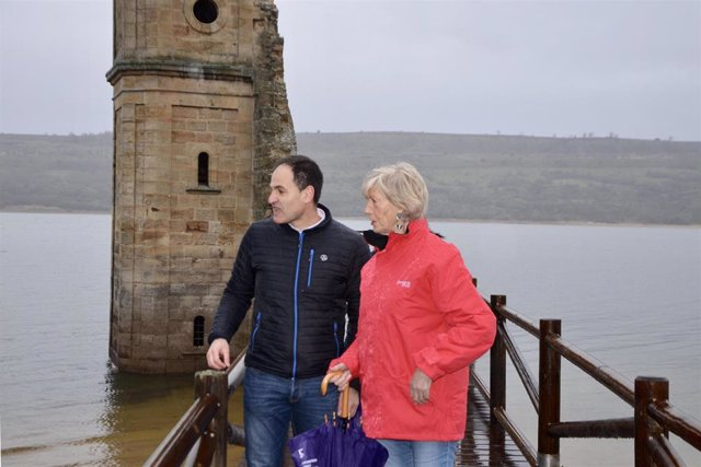 El Gobierno rehabilita la pasarela de acceso a la torre de la iglesia del pantano del Ebro, en Las Rozas de Valdearroyo