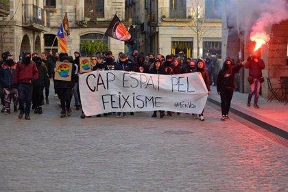 Unos 300 manifestantes se concentran en Girona contra la manifestación de Vox 'España existe'