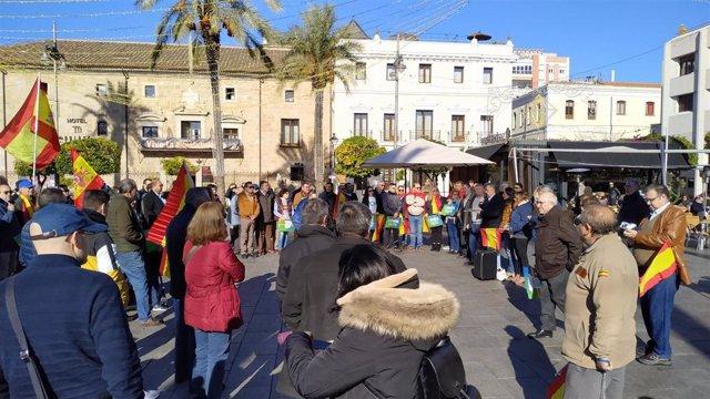 Concentración de la plataforma España existe en Mérida