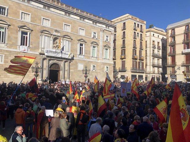 Manifestación de Vox en Barcelona y concentración de CDR en contra de la misma