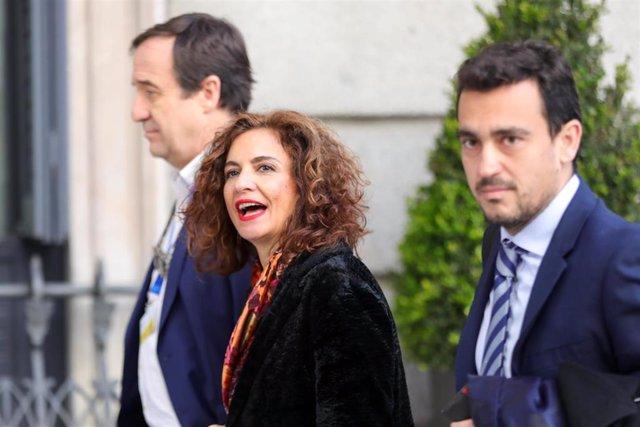 La ministra de Hacienda, María Jesús Montero, llega al Congreso de los Diputados para la segunda votación para la investidura del candidato socialista a la Presidencia del Gobierno en la XIV Legislatura, en Madrid (España), a 7 de enero de 2020.