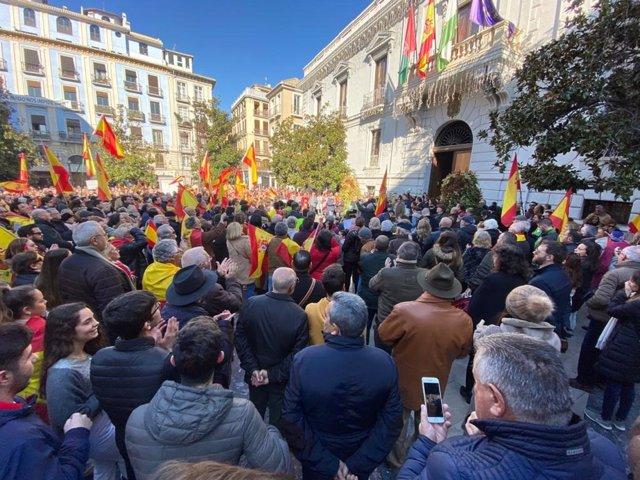 Concentración de 'España Existe' en el Ayuntamiento de Granada