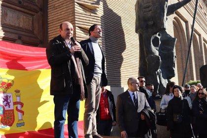 """Unas mil personas se concentran en Zaragoza para pedir a Pedro Sánchez que defienda """"la unidad de España"""""""