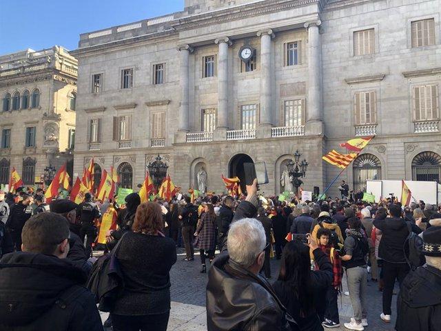 Concentració de Vox a la plaça Sant Jaume