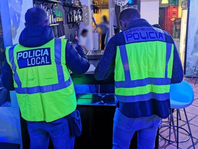 Operativo conjunto de Policía Nacional y Policía Local de Palma de la lucha contra el consumo y tráfico de sustancias estupefacientes en lugares de ocio nocturno de la ciudad.