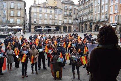 """Gritos de """"viva España"""" contra """"un Gobierno en manos del separatismo"""" en las protestas de España Existe y Vox en Galicia"""