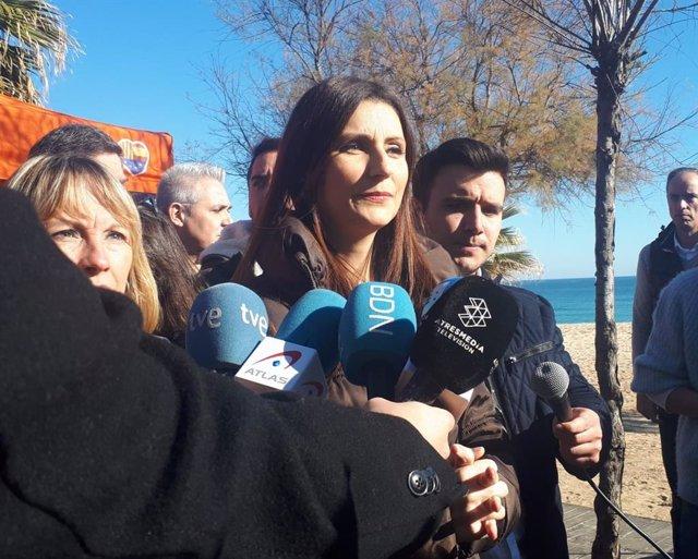 La líder de Cs en Catalunya, Lorena Roldán, en declaraciones a los medios en Badalona (Barcelona)