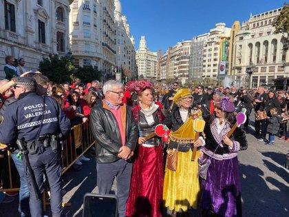 Las 'Magues de Gener' recorren el centro de València para reivindicar la huerta entre muixerangues y confeti