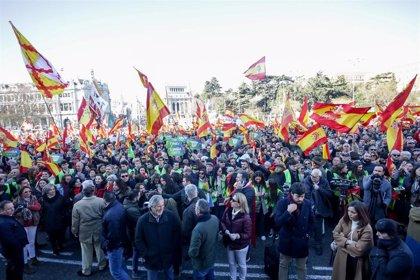 Vox muestra su rechazo al Gobierno de Sánchez con concentraciones frente a los ayuntamientos de toda España
