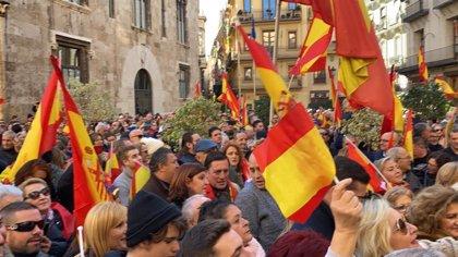 """'España Existe' rechaza en València un Gobierno """"dispuesto a transigir con enemigos de España para estar en el poder"""""""