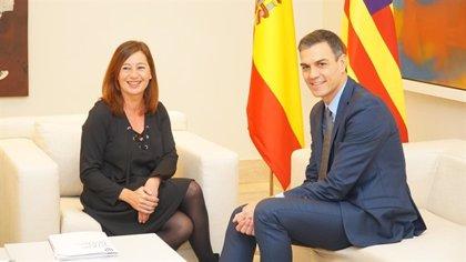 """Armengol valora """"positivamente"""" el Gobierno de Sánchez porque """"comparte la misma hoja de ruta política"""" que Baleares"""