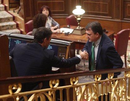 """Esteban dice que el PNV no tiene """"ánimo de torpedear nada"""", pero """"vigilarán"""" la reforma fiscal que se pacte con Podemos"""