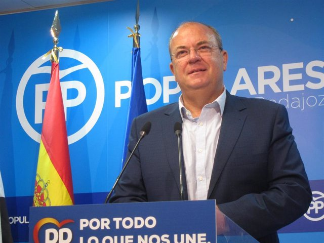 El presidente del PP de Extremadura, José Antonio Monago, en rueda de prensa en Badajoz