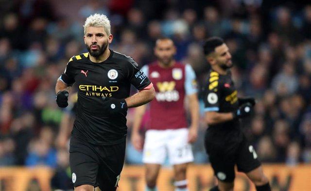 El delantero del Manchester City Sergio 'Kun' Agüero ante el Aston Villa