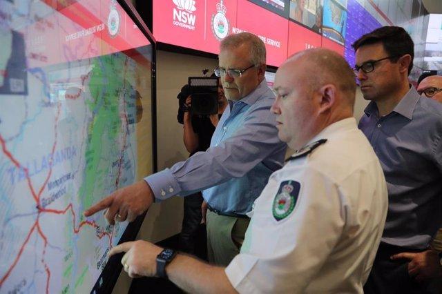 El primer ministro de Australia, Scott Morrison, en un centro de control de incendios