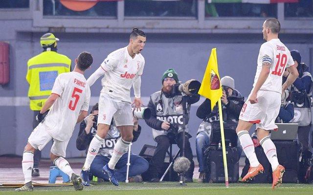 Fútbol/Calcio.- (Crónica) La Juventus toma el liderato en Roma