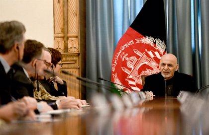 """Afganistán.- Gobierno de Afganistán exige a los talibán un """"alto el fuego completo"""" para entablar negociaciones de paz"""