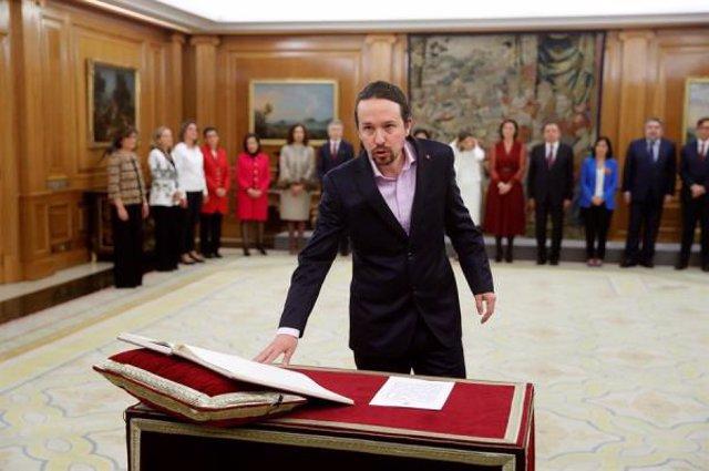 El vicepresidente de Derechos Sociales y Agenda 2030, Pablo Iglesias, promete su cargo ante el Rey