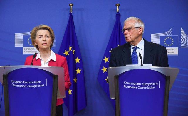 Ursula Von Der Leyen y Josep Borrell en rueda de prensa en Bruselas