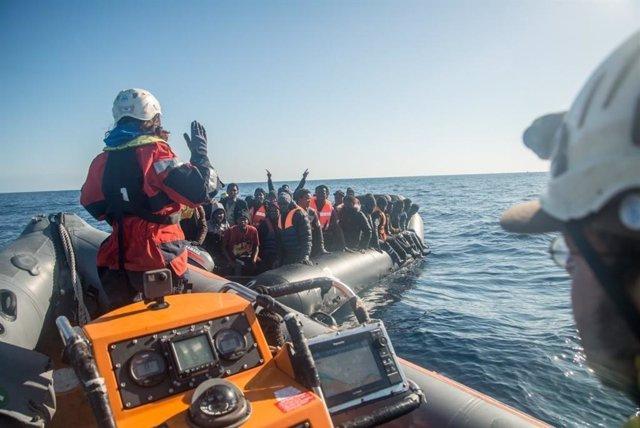 Europa.- Más de mil migrantes partieron en patera desde Libia la semana pasada