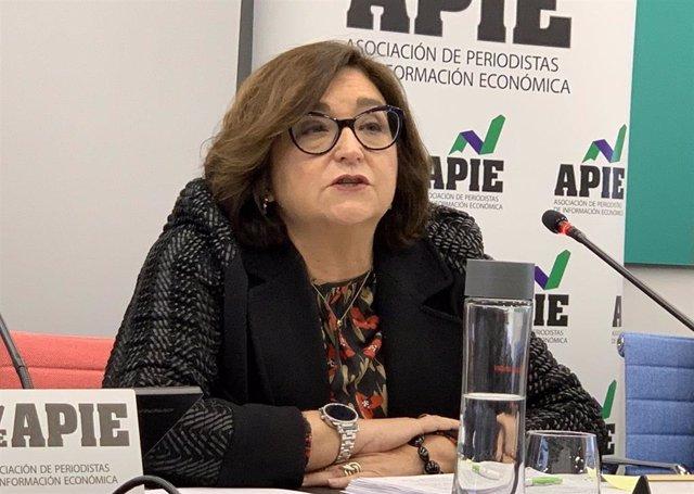 Marina Serrano González, presidenta de AELEC, en la primera sesión de la XXXII edición del Curso de Economía para Periodistas de APIE.