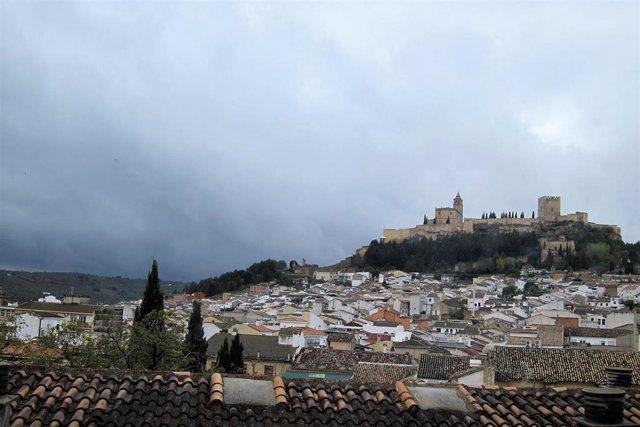 Vista de Alcalá la Real con la Fortaleza de La Mota al fondo.