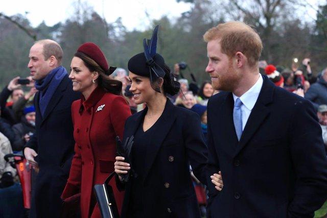 William y Kate al lado de Meghan y Harry